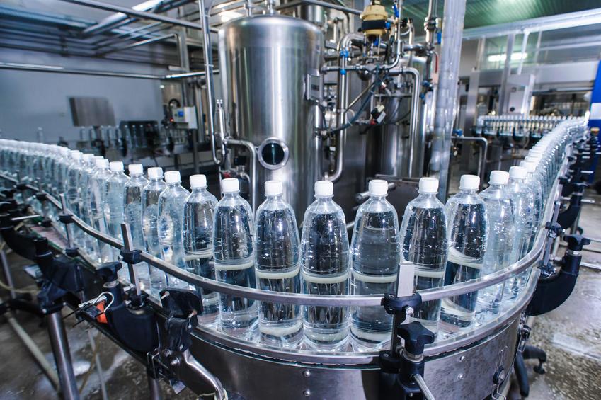 Plastic bottles in filling plant ©Mikhail - stock.adobe.com