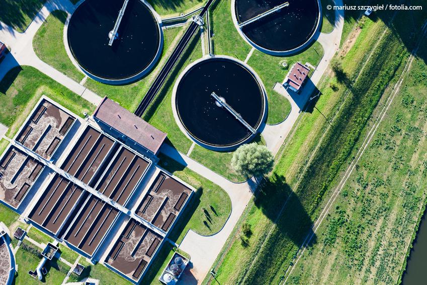 Luftaufnahme einer Kläranlage © Mariusz Szczygie / fotolia.com