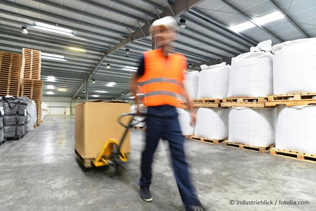 Worker in the warehouse ©industrieblick/fotolia.com
